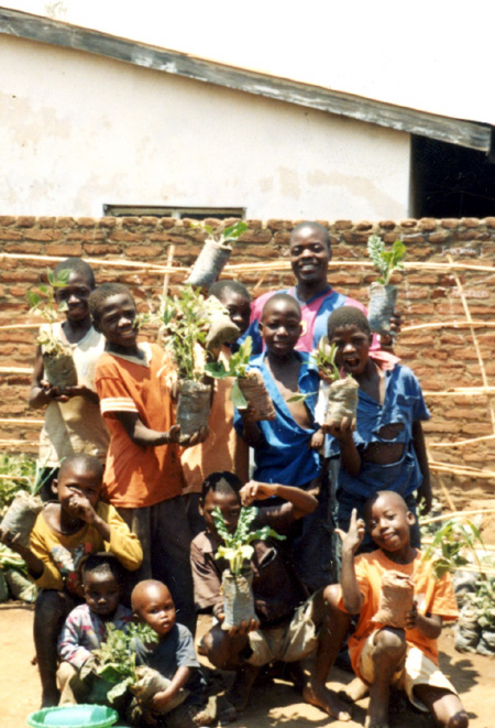 2009 - Players of the FOM kids football team are happy to show vegetables grown in containers.  No difficulties whatsoever with poor water retention in the local garden soil were encountered.
