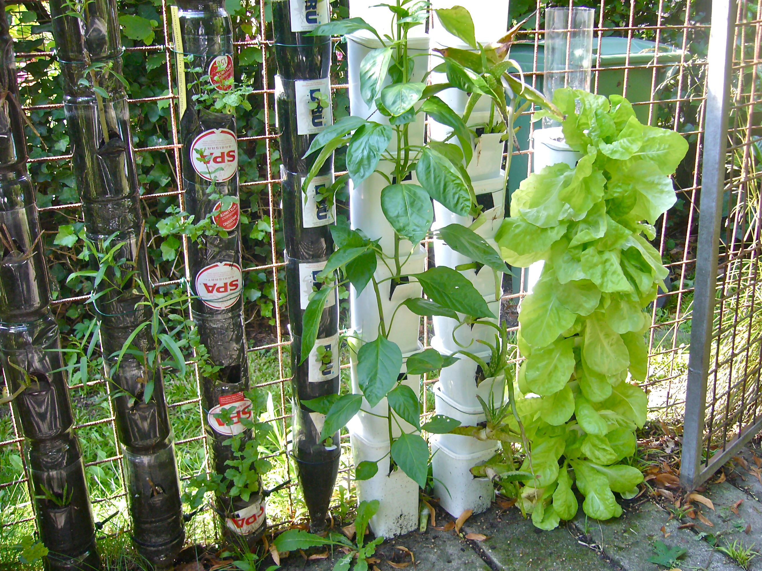 Farming or gardening in bottle towers or pot towers for Vertical garden designs