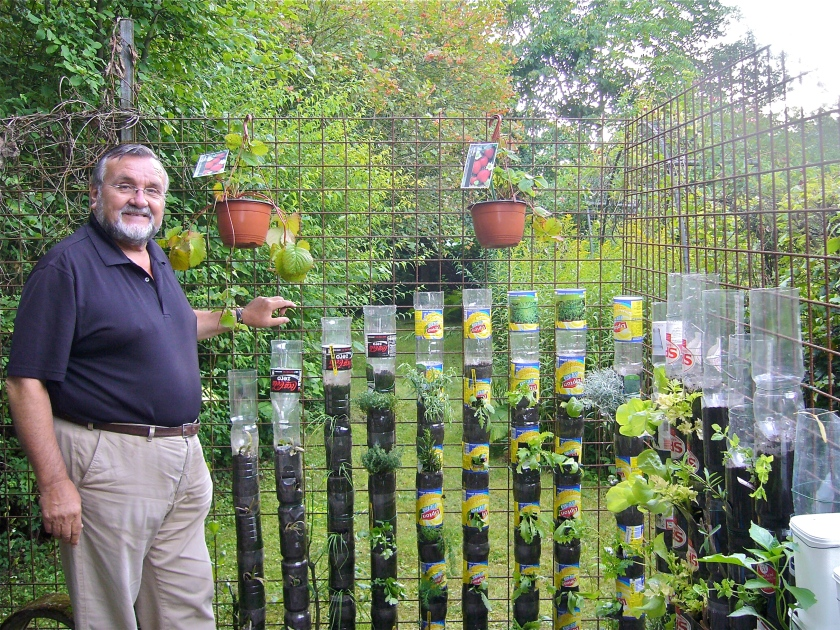 Bottle tower gardening, a simple and cheap method to produce vegetables in a small space, even on a balcony (Photo WVC)
