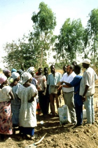 1997-07 : Capacity building of local people in Niou (Photo WVC)