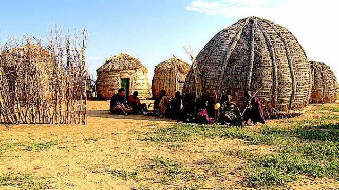 Turkana homesteads - http://www.turkanamirror.co.ke/wp-content/gallery/lodwar/111129114143-turkana-homesteads-horizontal-gallery.jpg