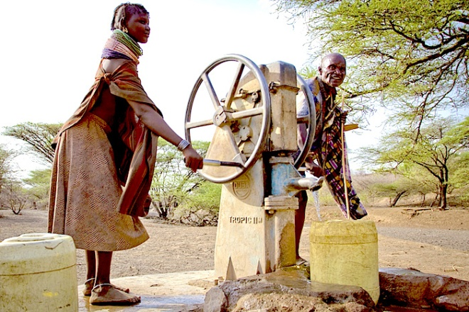 Turkana water pump - http://onedifference.org/wp-content/uploads/2013/08/Turkana-header.jpg