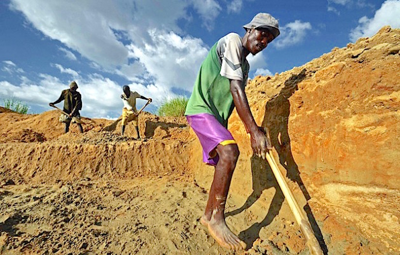 http://cdn.ipsnews.net/Library/2015/06/diamond-miners-629x430.jpg