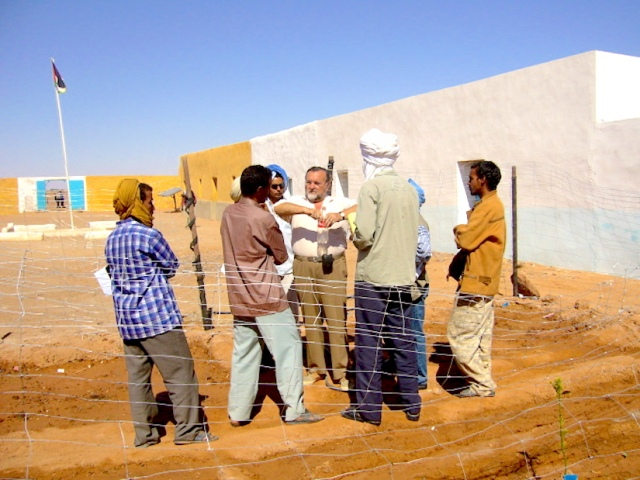 Photo WVC 2007-04 - Dahla School #99E43 copy.jpg - Creation of a school garden in a refugee camp - A UNICEF project in Tindouf area, S. W. Algeria.