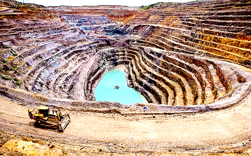 The T17 mine run by KML, a subsidiary of Glencore in Kolwezi. Between August, 2010 and February, 2011, more than 10 000 artisan miners were chased away from the sites where the company settled down.