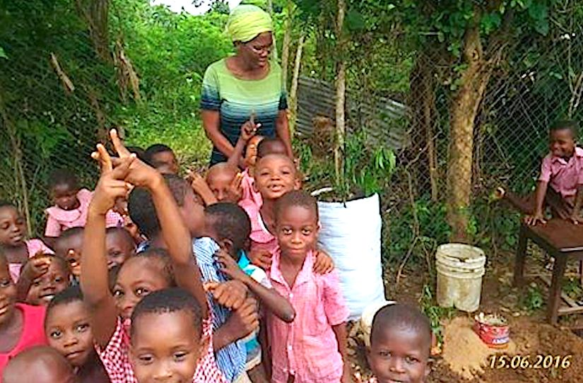 Our partner Maria with the children of Golda Mayers school in Hohoe, Ghana where we built a few sack gardens to help them farm vegetables to feed the school children. - https://www.facebook.com/Taalumawomen/photos/a.495498750471094.116887.494858313868471/1128065883881041/?type=3